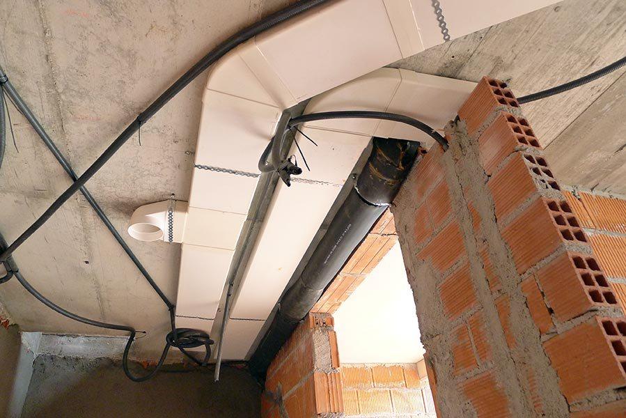 Conductos de sección rectangular para la distribución del caudal de ventilación por las diferentes estancias de la vivienda