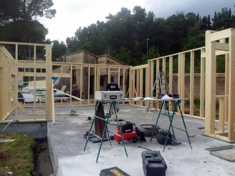 Construcción de vivienda de madera.