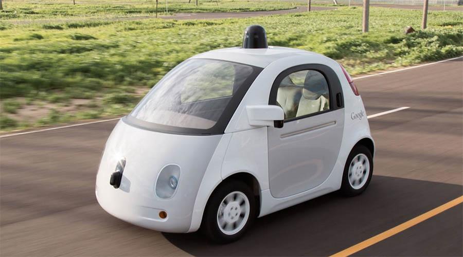 Nadie podrá negar que el coche autónomo de Google recuerda un poco al Dymaxion de Fuller, solo que mucho más pequeño.