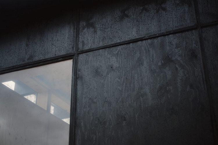 La fachada revestida con una capa impermeabilizante. Imagen: Building Blocks
