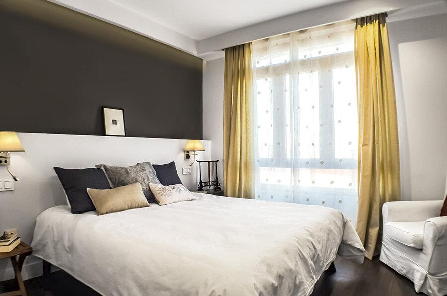 Dormitorio principal, que también integra un vestidor y un baño.