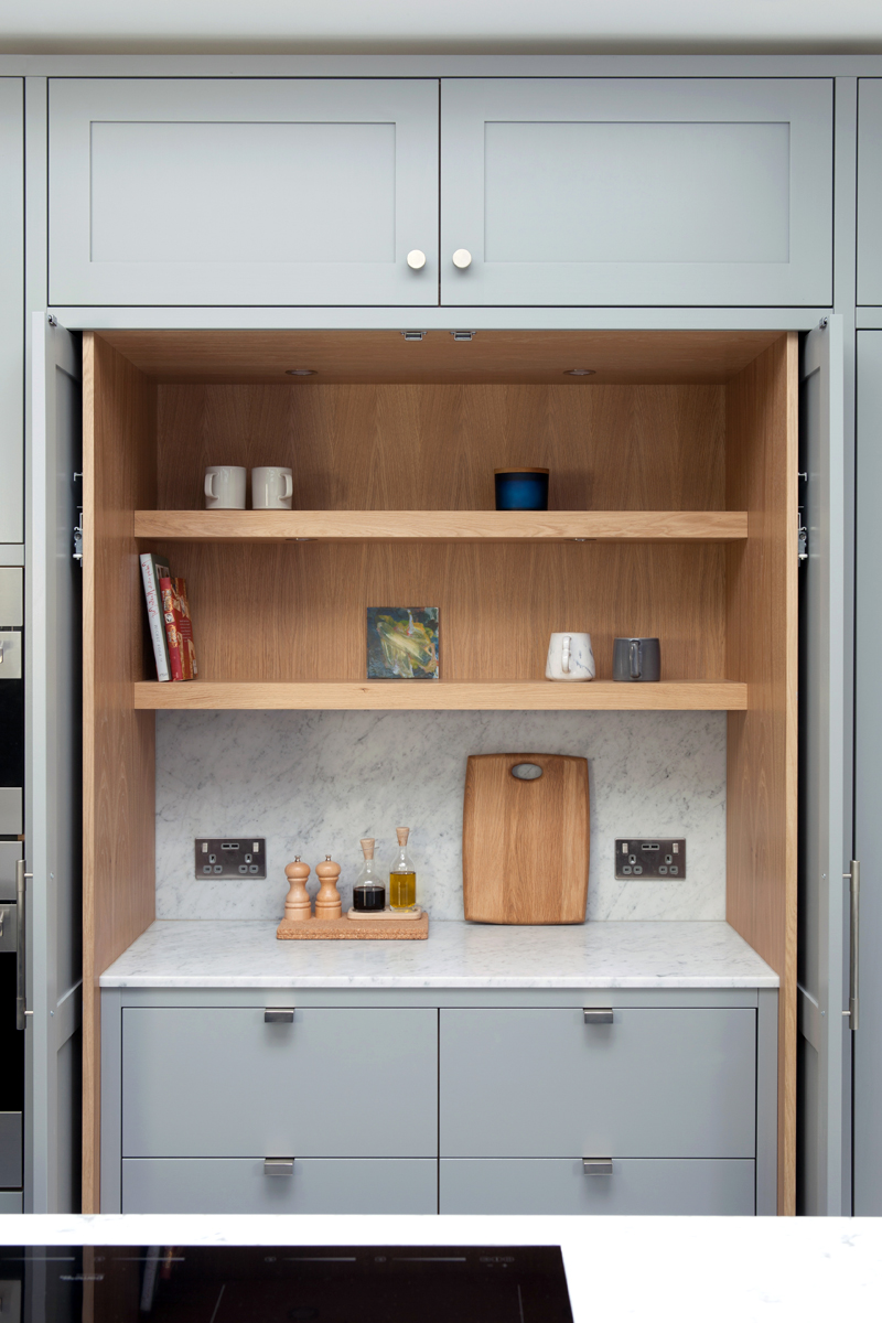 Standforth Kitchen Shaker 6 Oak Pocket Doors 1200x800px.jpg
