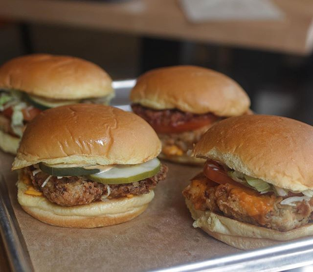 Come and grab a delicious crispy fried chicken sandwich on your way to the train! Made fresh and made quick 👍