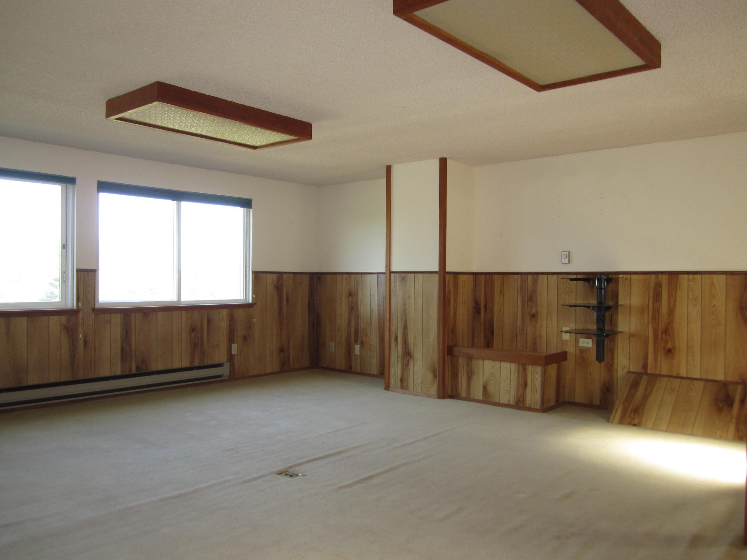 561-876035 - Family Room 1.JPG