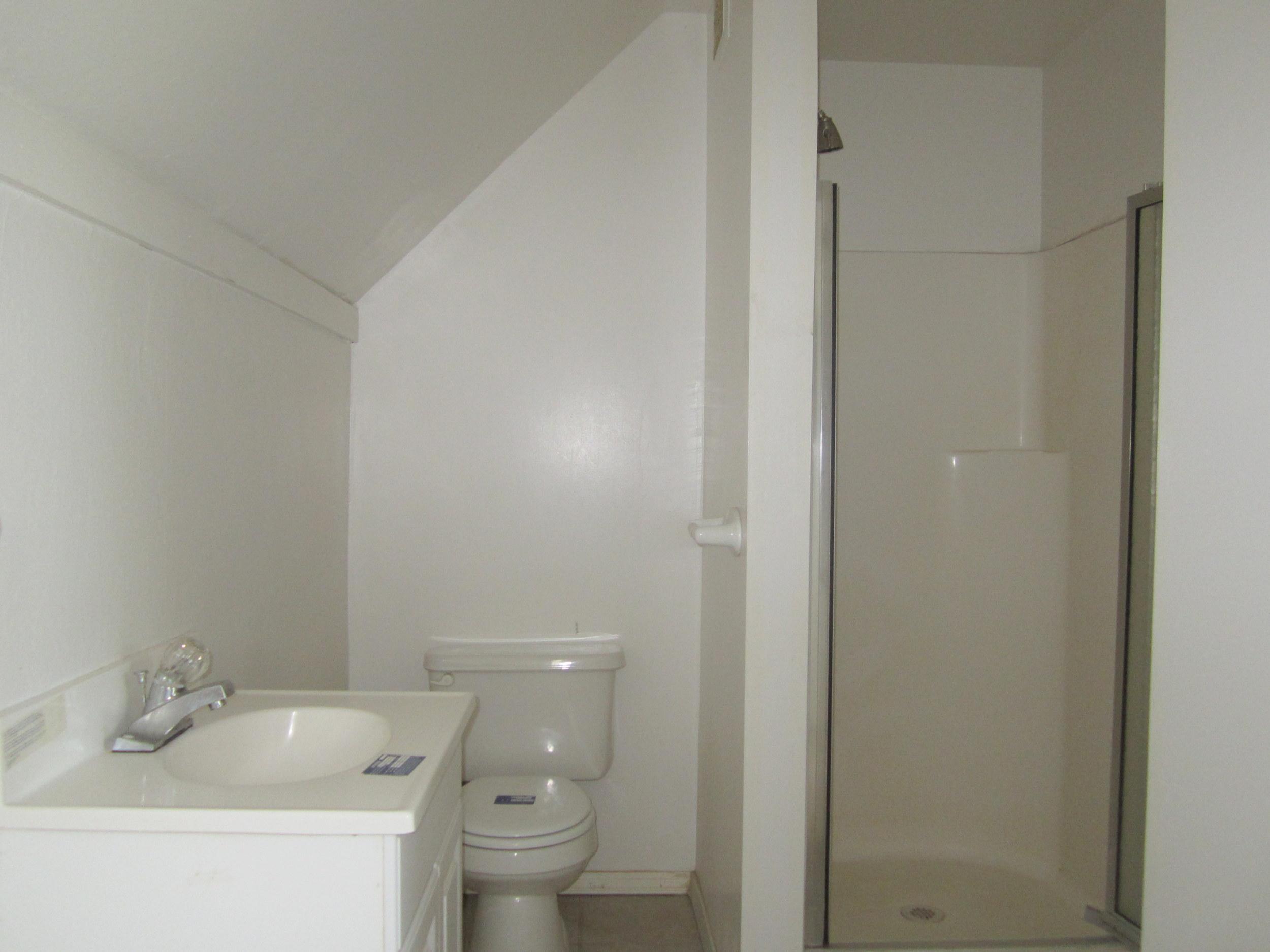 561-869535 - Bath 2.JPG