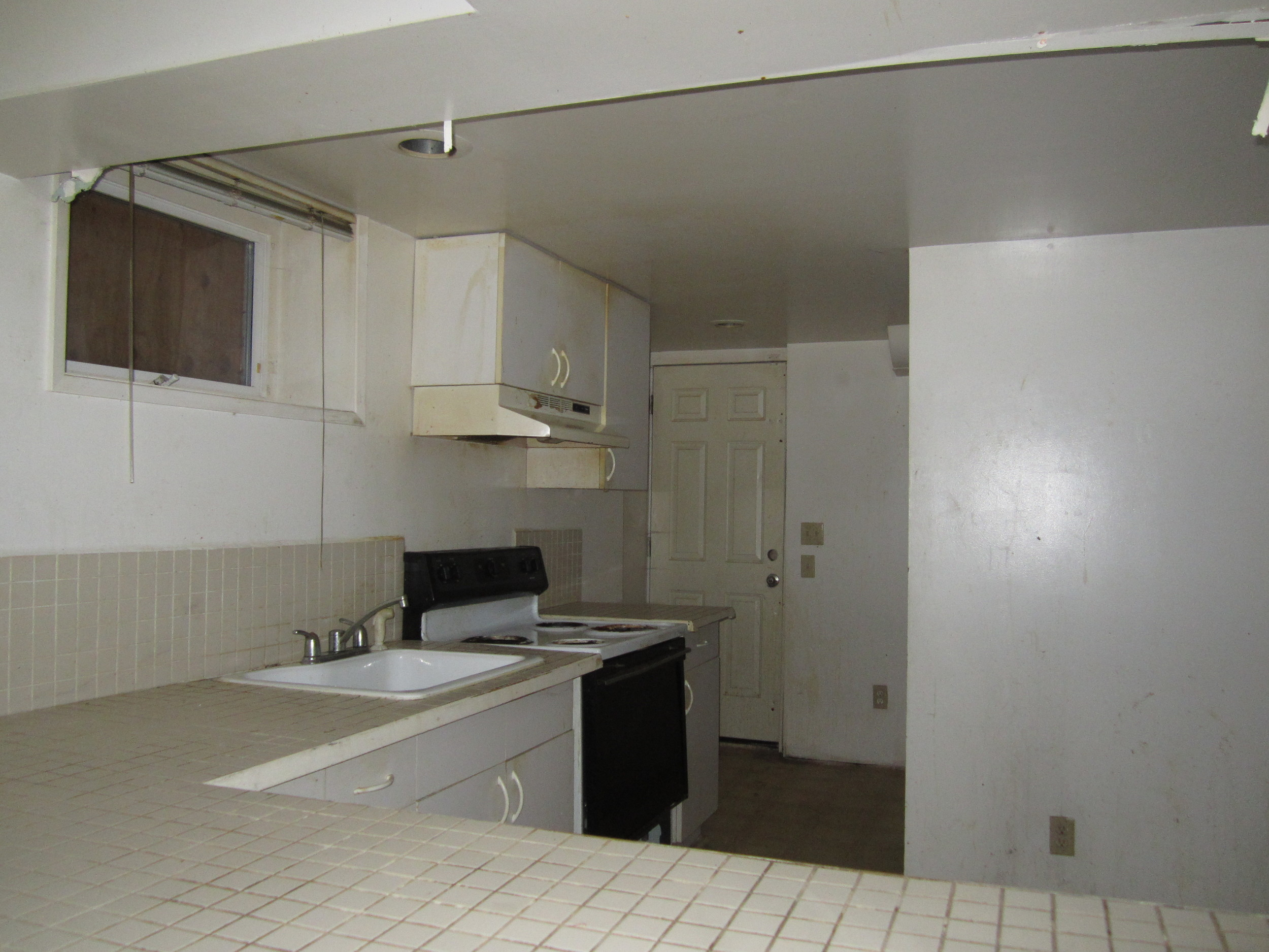 561-869535 - Kitchen 2 basement.JPG