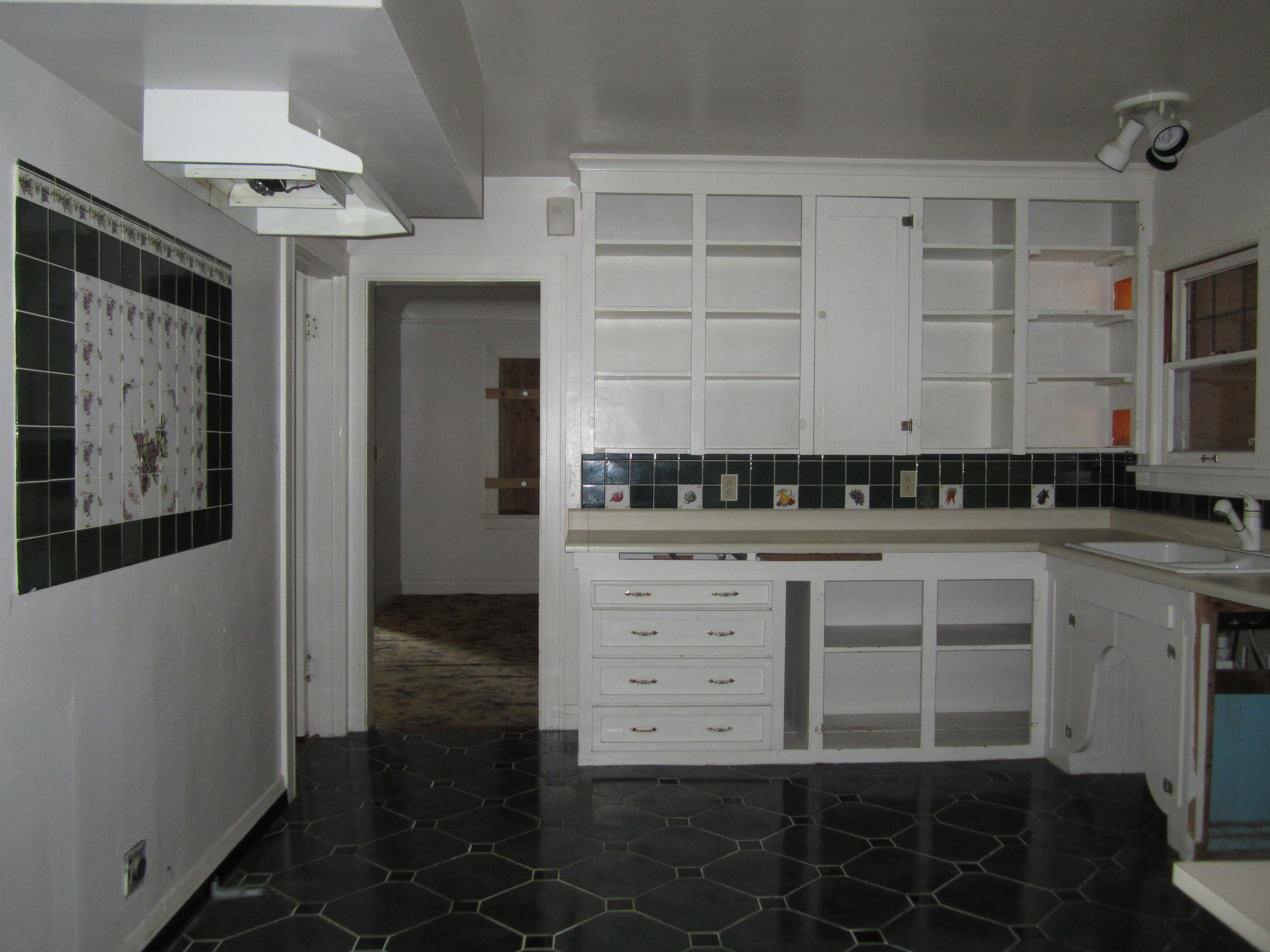 561-869535 - Kitchen 2.JPG