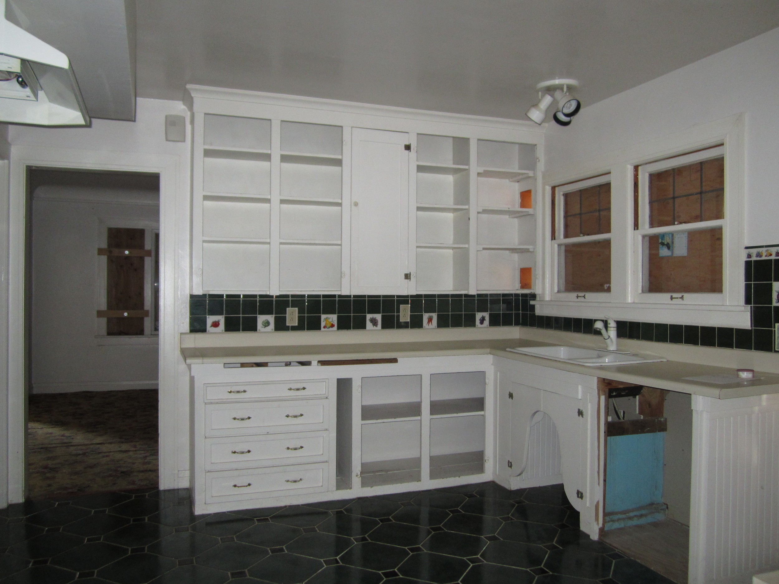 561-869535 - Kitchen 1.JPG