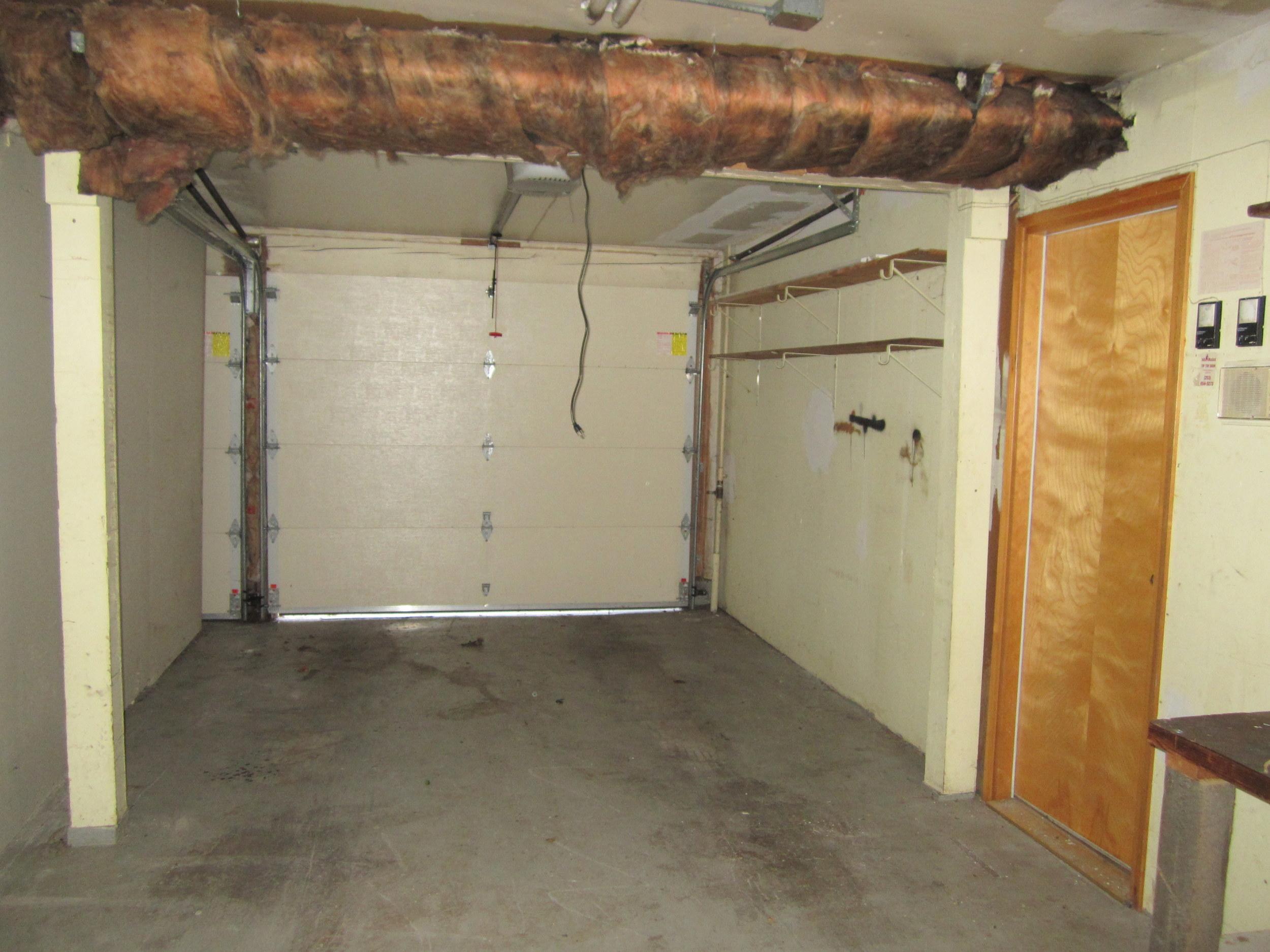 561-933522-garage1.JPG