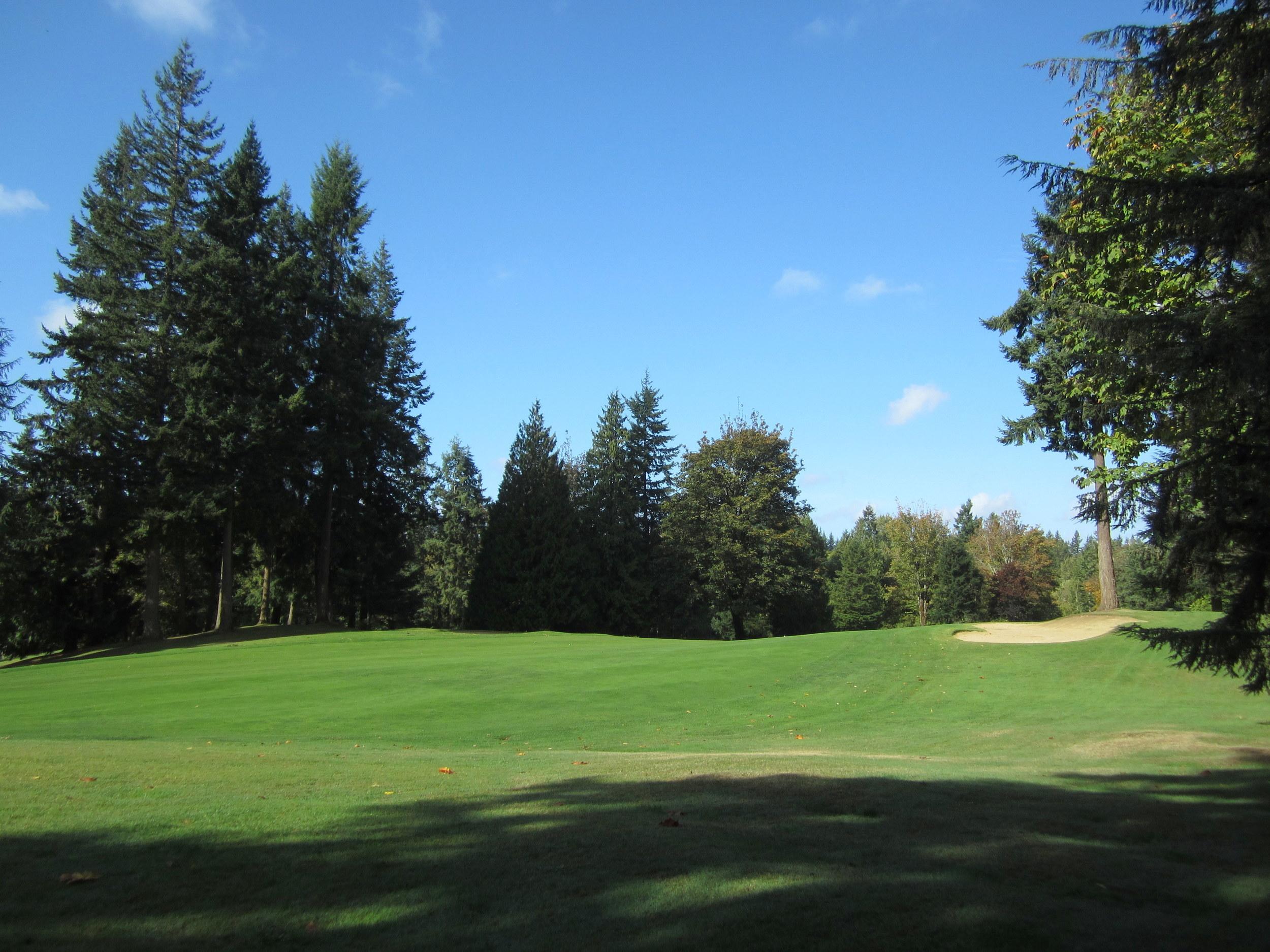 561-933522-golfcourse.JPG