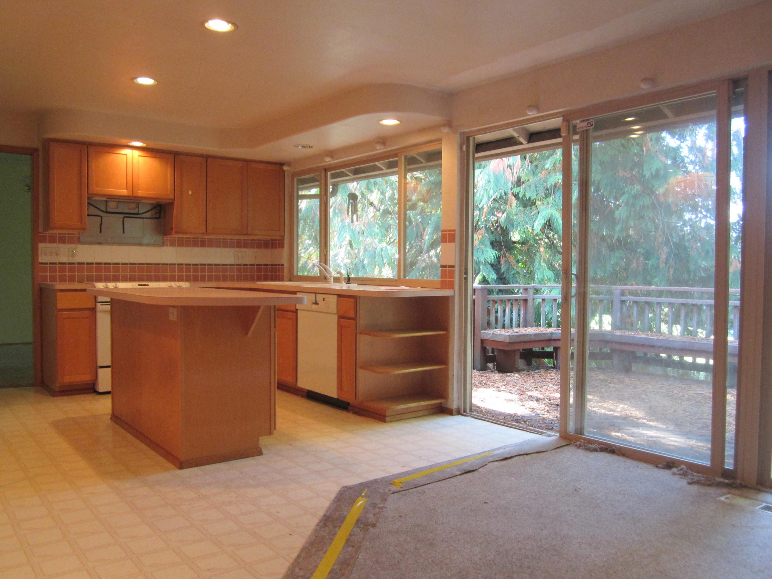 561-933522-kitchen1.JPG