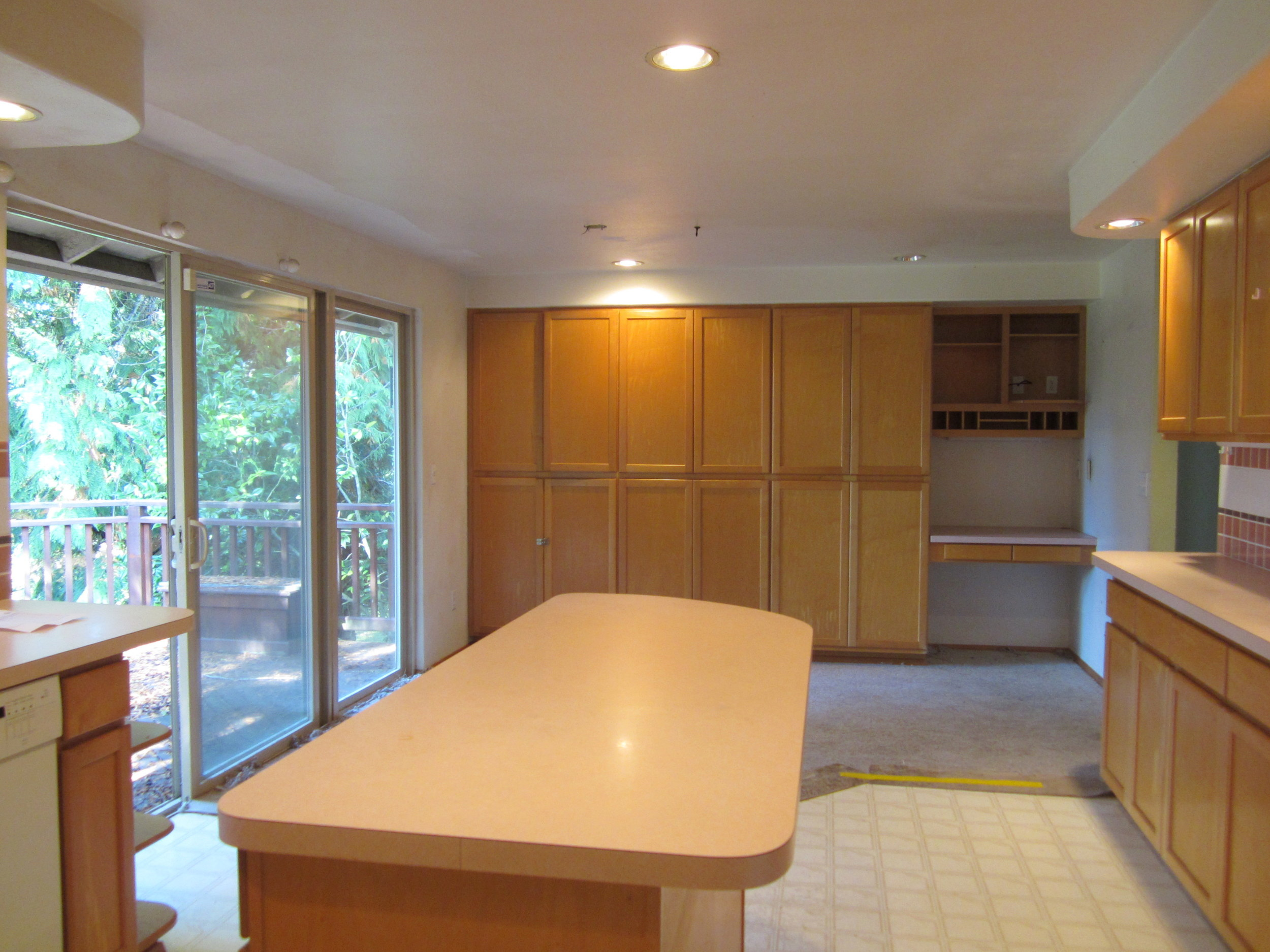 561-933522-kitchen2.JPG