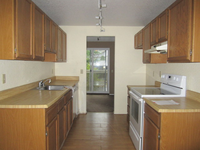 561-937148 -kitchen2.jpg
