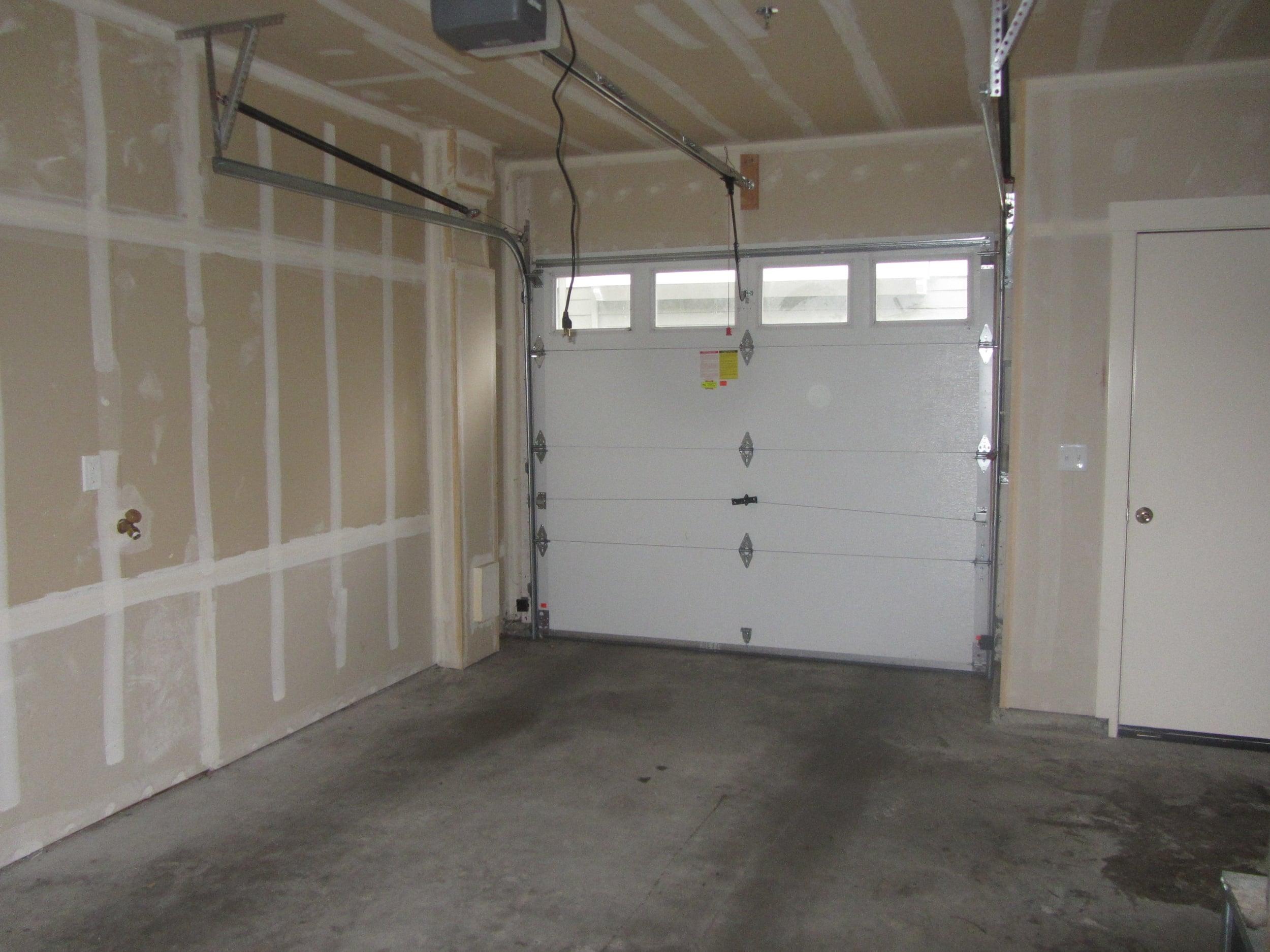 561-933547 - Garage.JPG