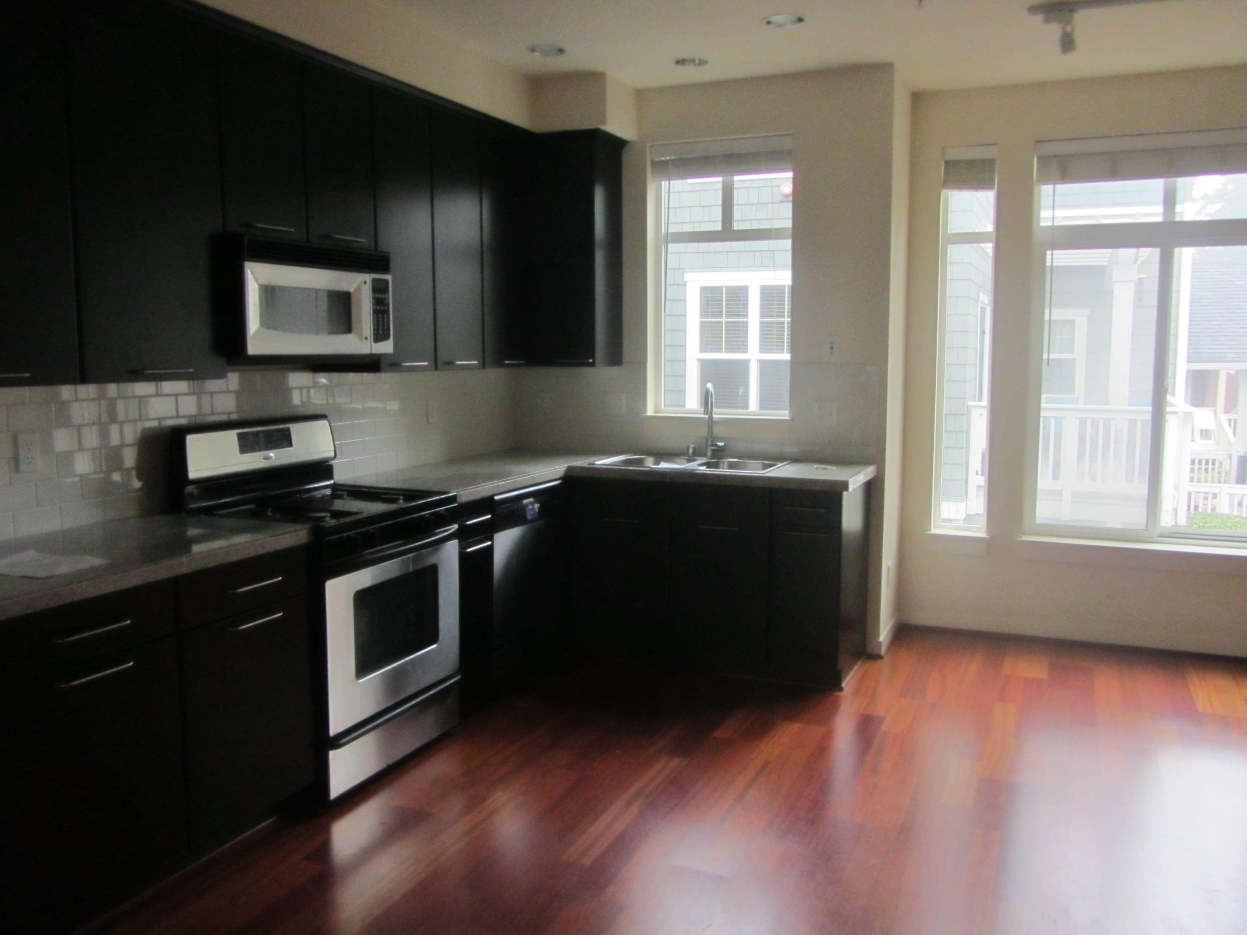 561-933547 - Kitchen 1.JPG