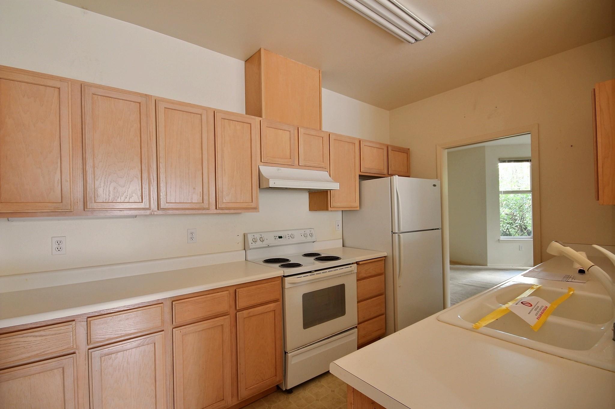561-691401 - Kitchen 1.jpg