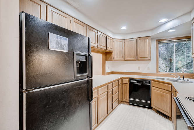 8001 NE 150th St Kenmore WA-small-012-27-Kitchen-666x445-72dpi.jpg