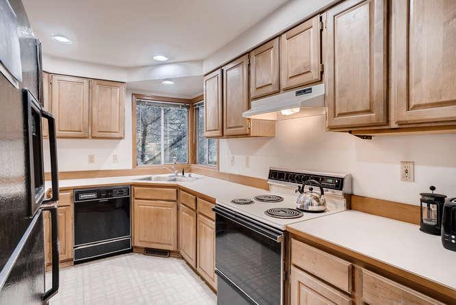 8001 NE 150th St Kenmore WA-small-009-10-Kitchen-666x445-72dpi.jpg