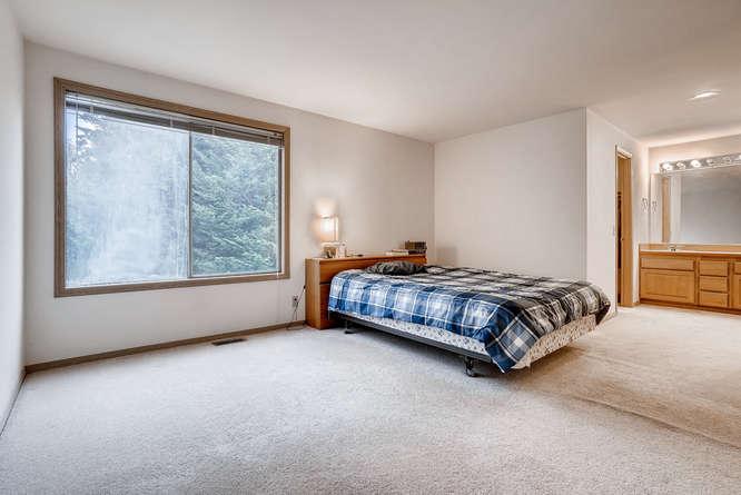 8001 NE 150th St Kenmore WA-small-008-21-2nd Floor Master Bedroom-666x445-72dpi.jpg