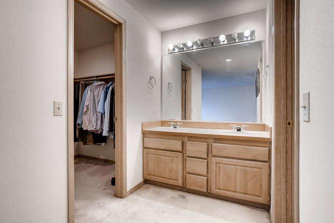 8001 NE 150th St Kenmore WA-small-019-14-2nd Floor Master Bathroom-666x445-72dpi.jpg