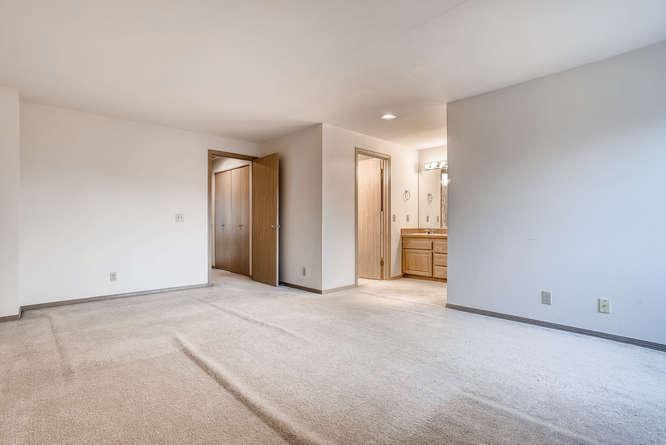 8001 NE 150th St Kenmore WA-small-023-15-2nd Floor Bedroom-666x445-72dpi.jpg
