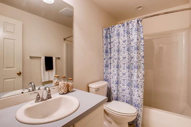 4801 NE 18th Pl Renton WA-small-022-22-2nd Floor Bathroom-666x444-72dpi.jpg