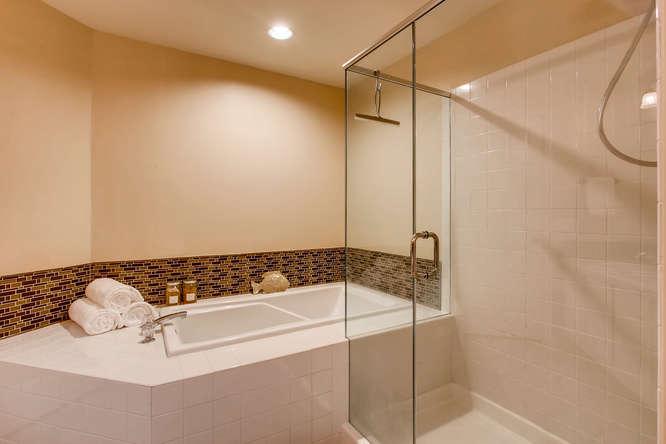 4801 NE 18th Pl Renton WA-small-019-8-2nd Floor Master Bathroom-666x444-72dpi.jpg