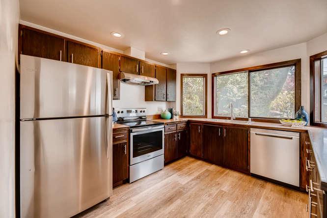 8517 Burke Ave N Seattle WA-small-006-1-Kitchen-666x445-72dpi.jpg