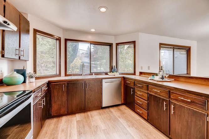 8517 Burke Ave N Seattle WA-small-007-14-Kitchen-666x444-72dpi.jpg