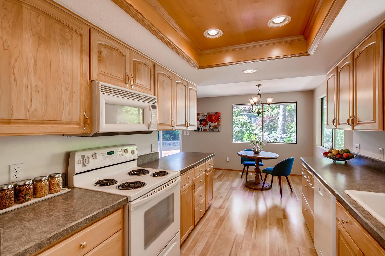 22224 3rd Ave SE Bothell WA-large-006-4-Kitchen-1500x1000-72dpi.jpg