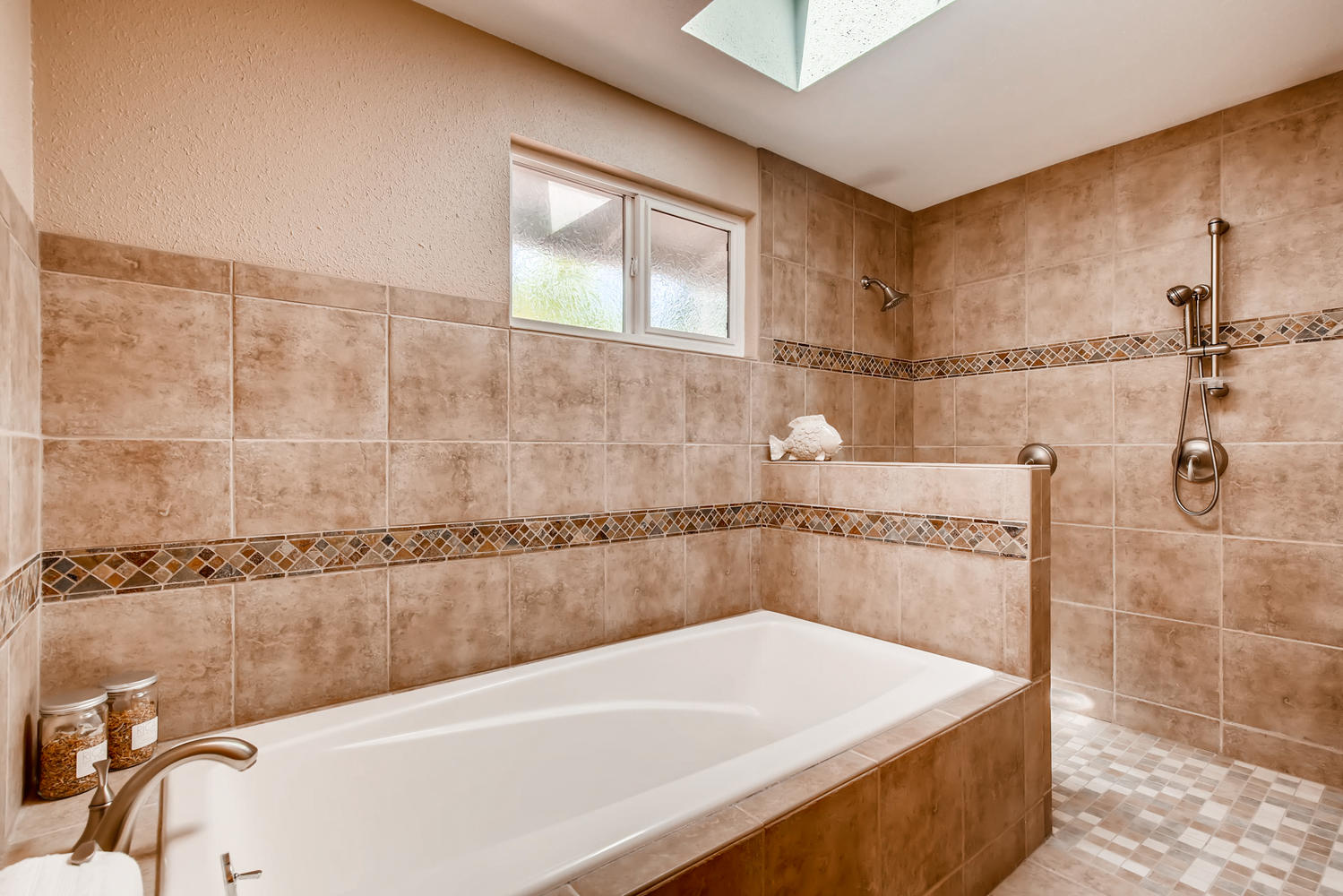 22224 3rd Ave SE Bothell WA-large-015-16-Master Bathroom-1500x1000-72dpi.jpg