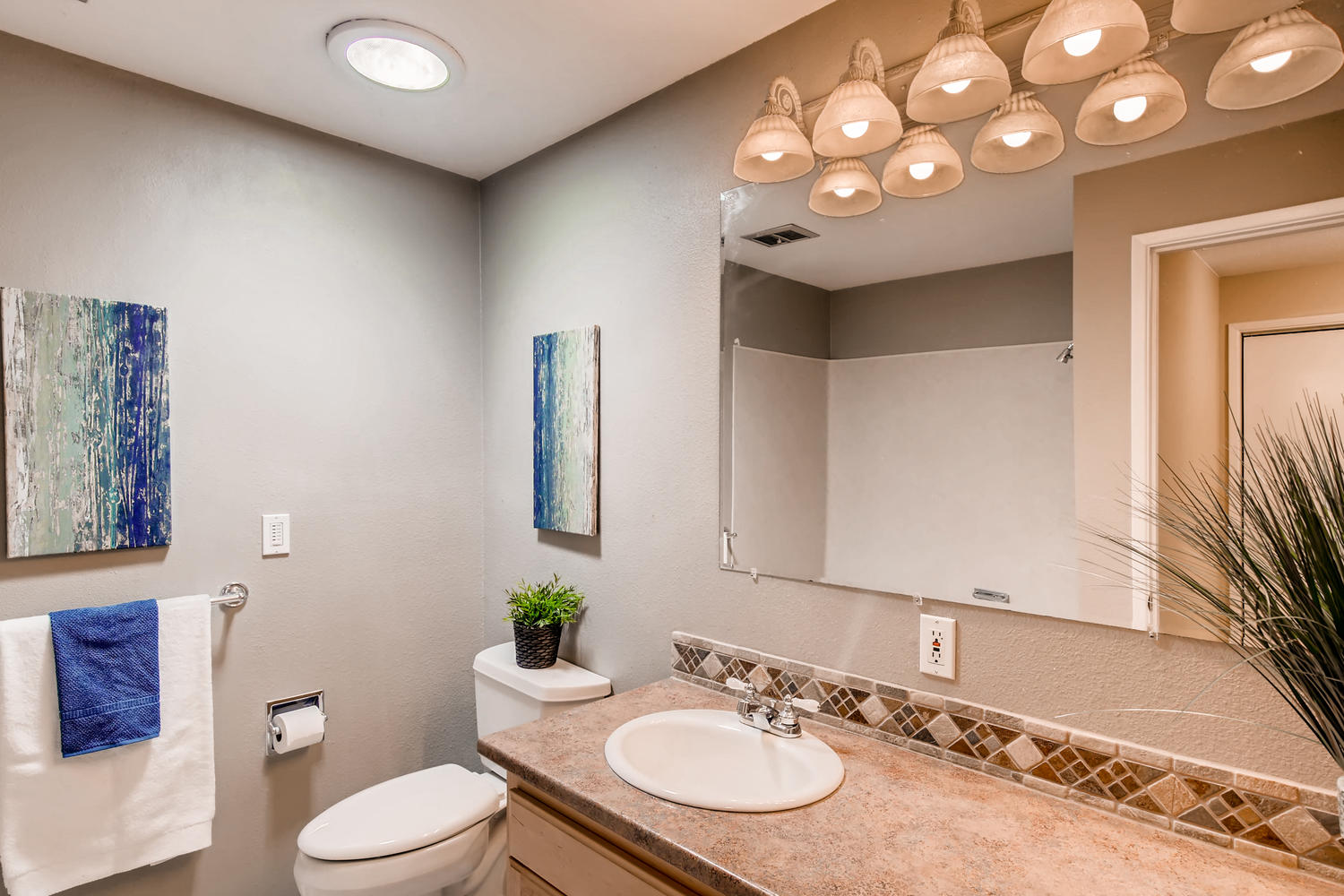 22224 3rd Ave SE Bothell WA-large-018-14-Bathroom-1500x1000-72dpi.jpg