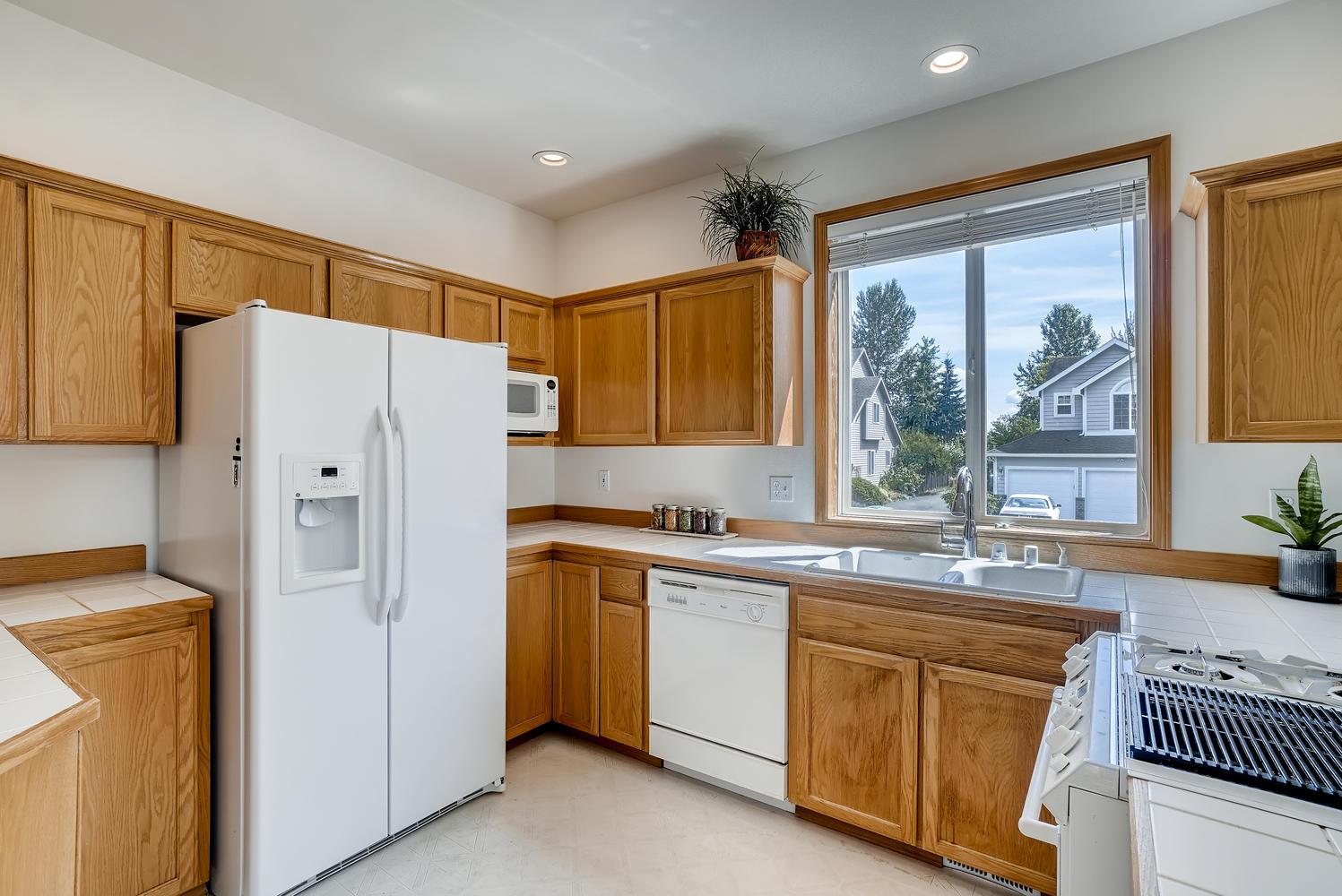 23232 9th Place W Bothell WA-large-013-011-Kitchen-1497x1000-72dpi.jpg