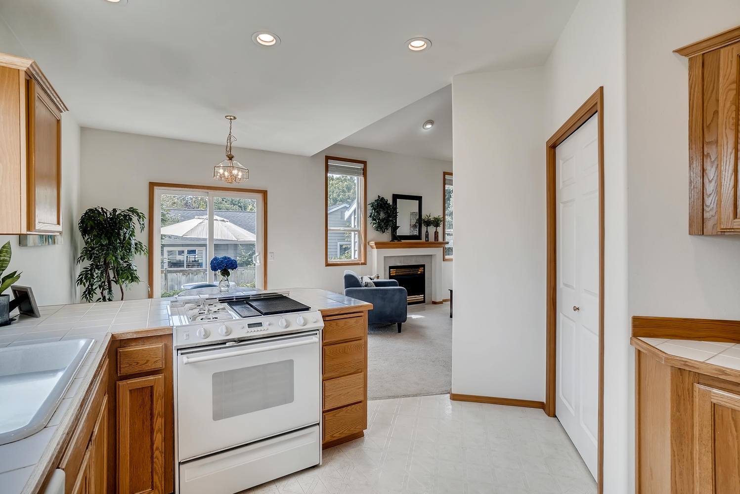 23232 9th Place W Bothell WA-large-015-013-Kitchen-1497x1000-72dpi.jpg