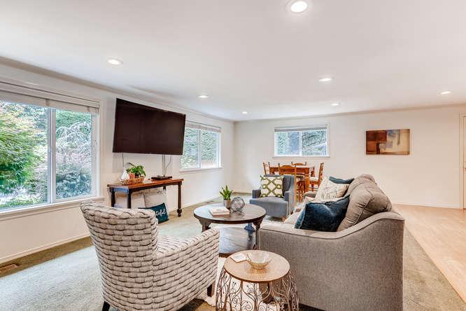 9515 Paradise Lake Road-small-006-001-Living Room-666x444-72dpi.jpg