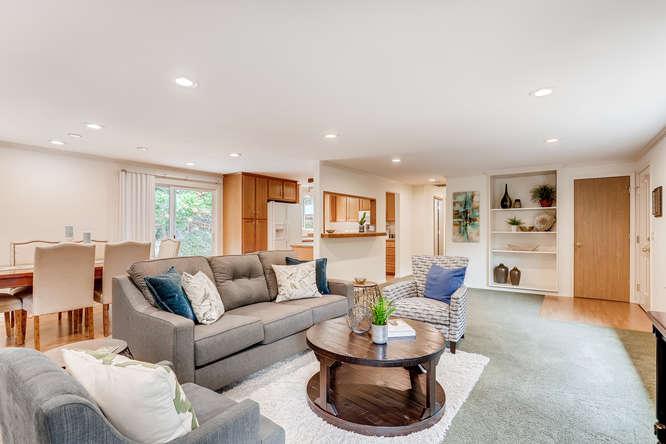 9515 Paradise Lake Road-small-007-002-Living Room-666x444-72dpi.jpg