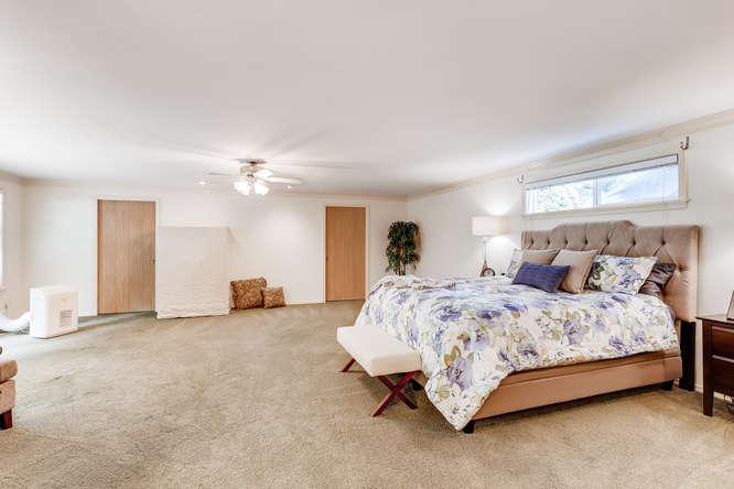 9515 Paradise Lake Road-small-013-022-Master Bedroom-666x444-72dpi.jpg