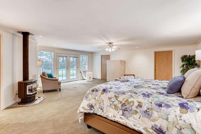 9515 Paradise Lake Road-small-014-027-Master Bedroom-666x444-72dpi.jpg