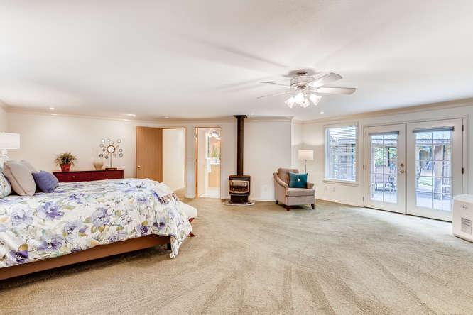 9515 Paradise Lake Road-small-015-013-Master Bedroom-666x444-72dpi.jpg