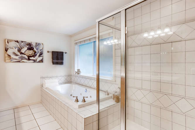 9515 Paradise Lake Road-small-017-004-Master Bathroom-666x444-72dpi.jpg
