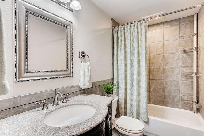 9515 Paradise Lake Road-small-020-026-Bathroom-666x444-72dpi.jpg