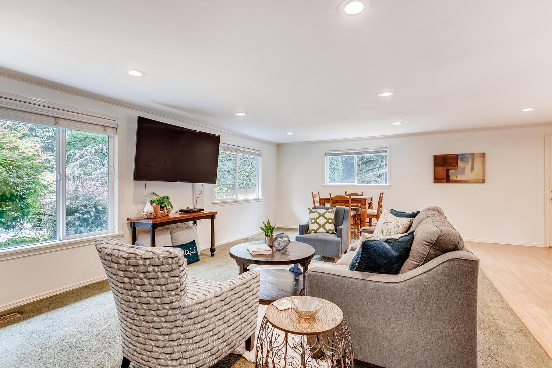 9515 Paradise Lake Road-large-006-001-Living Room-1500x1000-72dpi.jpg