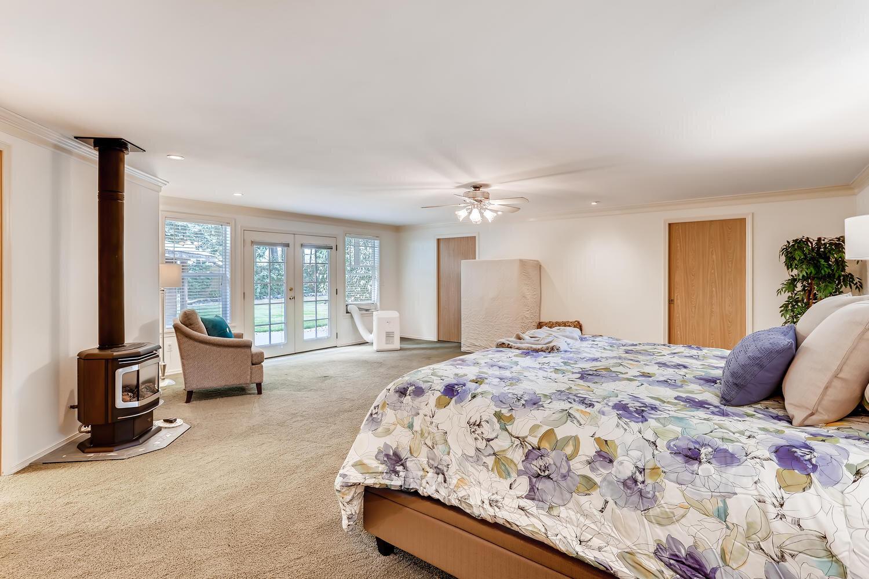 9515 Paradise Lake Road-large-014-027-Master Bedroom-1500x1000-72dpi.jpg