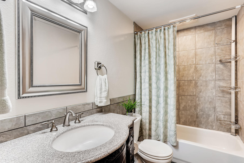 9515 Paradise Lake Road-large-020-026-Bathroom-1500x1000-72dpi.jpg