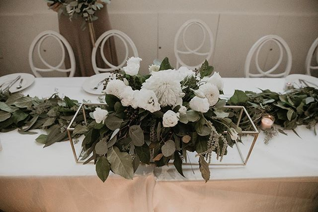 Center  Photography: @itsmelissarey • • • • • • • • • • •  #weddingflowers #florals #florist #socalweddings #wedding #ocflorist #laflorist #bridal #floraldesign #bride #floraldesigner #floralarrangement #weddingplanning #summerwedding #eventflowers #flowers #socalbrideblog #socalbride #wintewedding #engaged #engagement #socalbrideblog #theknot #weddingforward #junebugweddings #greenweddingshoes #bohowedding #bohobride #mayeshoc