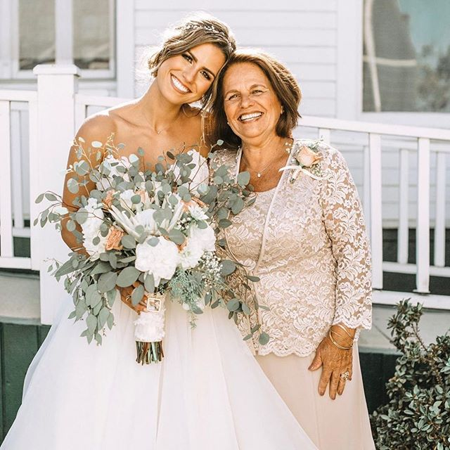 Happy Mama's Day • • • • • • • • • • •  #weddingflowers #florals #florist #socalweddings #wedding #ocflorist #laflorist #bridal #floraldesign #bride #floraldesigner #floralarrangement #weddingplanning #summerwedding #eventflowers #flowers #socalbrideblog #socalbride #wintewedding #engaged #engagement #socalbrideblog #theknot #weddingforward #junebugweddings #greenweddingshoes #bohowedding #bohobride #mayeshoc