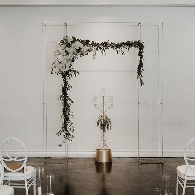 You are the center ♾ • • • • • • • • • • •  #weddingflowers #florals #florist #socalweddings #wedding #ocflorist #laflorist #bridal #floraldesign #bride #floraldesigner #floralarrangement #weddingplanning #summerwedding #eventflowers #flowers #socalbrideblog #socalbride #wintewedding #engaged #engagement #socalbrideblog #theknot #weddingforward #junebugweddings #greenweddingshoes #bohowedding #bohobride #mayeshoc
