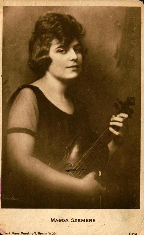 magda+violin.jpeg