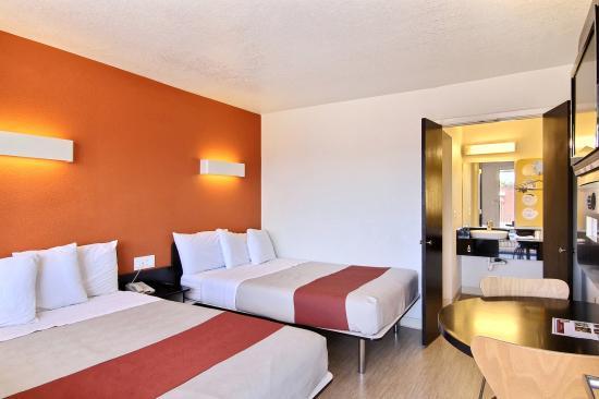 motel-6-goleta room.jpg
