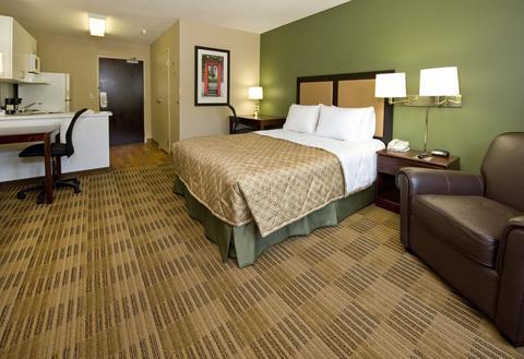 Extended-Stay-America-Santa-Barbara-Calle-Real-Guest-Room-1-DEF.jpg
